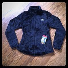 North Face Osito 2 Jacket Lightweight and soft fleece with a cozy collar and comfortable cuffs.  A slightly curved hem and a slight relaxed fit.  Hem has a draw cord to cinch if needed. North Face Jackets & Coats