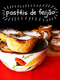 Portuguese Food: Pastéis de Feijão  (recipe in Portuguese and English)