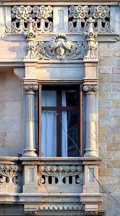 Barcelona - Gran Via 542 h Art Nouveau Architecture, Beautiful Architecture, Beautiful Buildings, Architecture Details, Barcelona Architecture, Gaudi, Balcon Juliette, Art Deco, Interesting Buildings