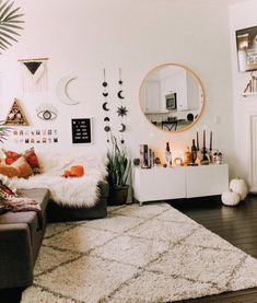 Perfect Idea Room Decoration Get it Know - Neat Fast : You want the space to reflect your personal style without feeling cluttered and cramped. Minimalist decor is the best way. Aesthetic Rooms, Home And Deco, Minimalist Decor, Minimalist Apartment, Minimalist Bedroom, Dream Rooms, My New Room, House Rooms, Living Room Decor