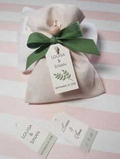 Homemade Wedding Favors, Wedding Shower Favors, Wedding Gift Boxes, Baptism Favors, Wedding Favor Bags, Baby Shower Favors, Wedding Gifts, Eco Wedding Inspiration, Wedding Fabric