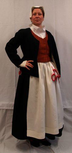 Kymin naisen puku! Folk Costume, Costumes, The Shining, Traditional Dresses, Folklore, Finland, History, Clothing, Beauty