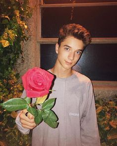 Did they all take pictures with roses? lol anyways he's cute in this pic
