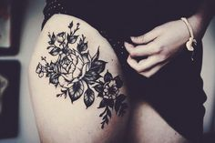 Oh this is beautiful! #tattoos #thigh #flowers