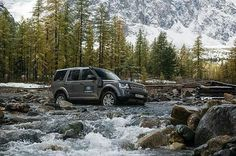 Action and adventure are just a few words that spring to mind. By @kkeylin source @discover_russia_again #landrover #discovery4 #lr4 #d4 #discovery #landroverphotoalbum