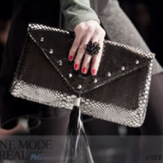 Close up Sac & mains Miss Mak du d& Dinh B& lors de Up, Fashion, Purse, Hands, Accessories, Moda, Fasion, Trendy Fashion, La Mode
