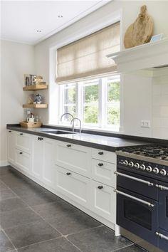 Get new kitchen decor tips. Barn Kitchen, Home Decor Kitchen, Country Kitchen, Kitchen Interior, New Kitchen, Home Kitchens, Kitchen Things, Office Interior Design, Kitchen Colors