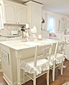 5 Magnificent Cool Tips: Shabby Chic Deko shabby chic living room with tv.Shabby Chic Living Room Turquoise shabby chic decoracion keep calm and diy. Blanc Shabby Chic, Cottage Shabby Chic, Shabby Chic Mode, Style Shabby Chic, Shabby Bedroom, Romantic Cottage, White Cottage, Cottage Style, Cottage Kitchen Decor
