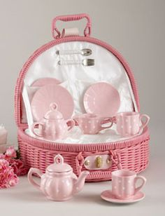 Pink Tea Set in a Pink Basket. What a sweet little tea set Pink Love, Pretty In Pink, Childrens Tea Sets, Tea Gifts, Everything Pink, My Tea, Vintage Tea, My Favorite Color, Tea Time