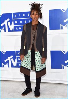 Jaden Smith is front and center in a fashion-forward look for the 2016 MTV Video Music Awards.
