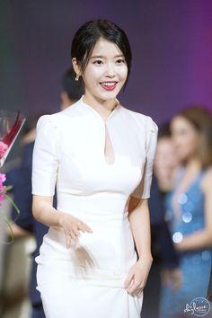 Asian Celebrities, Celebs, Star Awards, Korean Actresses, True Beauty, Korean Girl, Asian Beauty, Cute Girls, Peplum Dress