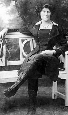 This is Dolly Shepard, Edwardian parachutist, aerial performer, and balloonist.  This is the outfit she wore for parachuting, c. 1910.