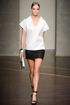 See the complete Gianfranco Ferré Spring 2013 Ready-to-Wear collection.