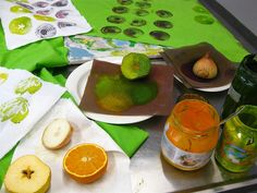 Printing with fruit and vegetables leads to interesting effects...