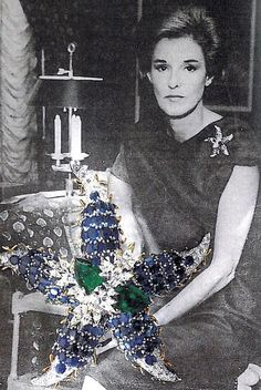 Babe Paley wearing her Schlumberger for Tiffany - Broche 'Etoile de Mer' - 1962