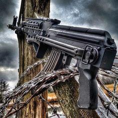 Via @gun_lifestyle_ #jessetischauser #iggunslingers #weaponsfanatics #ar15 #ak47 #kalashlife #kalashnikov #gun #guns #gunlife #gunporn #firearms #1911 #glock