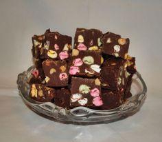 Titan tupa: Rocky road fudge Rocky Road Fudge, Cake, Desserts, Food, Pie Cake, Meal, Cakes, Deserts, Essen