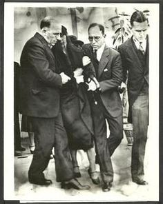 Pola Negri at Rudolph Valentino funeral