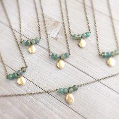 Boho locket necklace, oval locket, boho jewelry gift, gold or brass, clearance Medaillon Halskette Perlen oval grün Boho Schmuck Eulennrosen Diy Jewelry Unique, I Love Jewelry, Diy Jewelry Making, Wire Jewelry, Boho Jewelry, Jewelery, Jewelry Necklaces, Handmade Jewelry, Fashion Jewelry