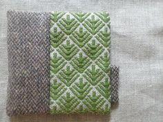 青森の伝統工芸こぎん刺しで作ったコースターです。抹茶色のこぎん糸で松笠図案を刺しました。ウールツイード生地とあわせ、ほっこりとした仕上がりになっております。ワ...|ハンドメイド、手作り、手仕事品の通販・販売・購入ならCreema。