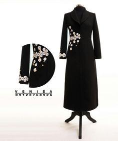 مانتو مجلسی بلند گلدوزی سنگدوزی Iranian Women Fashion, Islamic Fashion, Muslim Fashion, Womens Fashion, Model Dress Batik, Batik Dress, Abaya Fashion, Fashion Dresses, Velvet Dress Designs