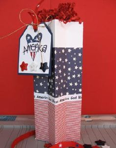 Splitcoaststampers - Star Box Project Tutorial by Diana Crick/ Great Christmas box as well Fourth Of July Decor, July 4th, Diy Gift Box, Gift Boxes, Sparklers Fireworks, 3d Paper Crafts, Paper Gift Bags, Mini Scrapbook Albums, Love Craft