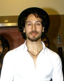 Tiger shroff's recent vvideo got viral in which he is lifting 200 deadlift during his gym session. Ishaan Khatter said Tiger shroff is superhuman. Tiger Shroff Body, Best Hero, Video Go, Most Handsome Men, Hrithik Roshan, Bollywood Actors, Hd Images, New Movies, Actors & Actresses