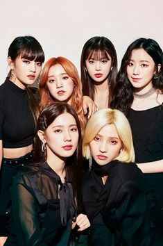 """""""idk how to explain how much they make me soo happy damn they are my precious girls"""" Kpop Girl Groups, Korean Girl Groups, Kpop Girls, Extended Play, K Pop, Bts Blackpink, Soyeon, Soo Jin, Group Pictures"""