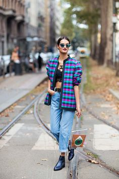 Super stylish photographer Caroline Blomst went to Milan to spot new trends, attend fabulous fashion shows and eat great food. Blue Fashion, Fashion Photo, Winter Fashion, Womens Fashion, Gizele Oliveira, Metallic Blue, Fashion Pictures, New Trends, Street Style Women