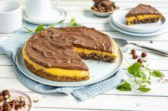 Kaken egner seg godt til frysing. Se oppskrift og fremgangsmåte her! Let Them Eat Cake, Hamburger, Pancakes, Baking, Dessert, Snacks, Cookies, Breakfast, Ethnic Recipes