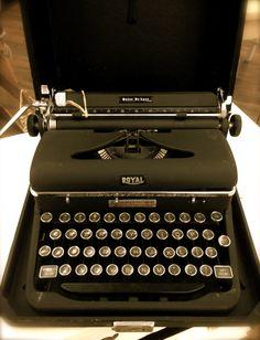 Vintage Royal Quiet DeLuxe Typewriter