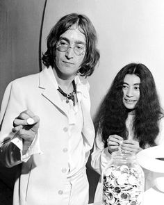 The Beatles - Don't Let Me Down Written by John Lennon, For Yoko Ono. Today is the day he was assassinated, 28 years ago. John Lennon Yoko Ono, John Lennon Beatles, The Beatles, Beatles Photos, Beatles Trivia, Beatles Art, Linda Eastman, Thing 1, Dear John