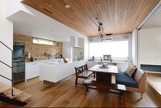 RoomClipユーザーの素敵なキッチンを紹介する「憧れのキッチン」連載。 シンプルモダンに独自のカリフォルニアスタイルを楽しまれているshiiimay114さん。今回はそんなshiiimay114さんの、広々と快適にコーディネートされたキッチンをご紹介します。