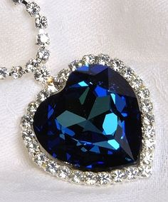 Blue heart necklace from Titanic. Im having a Titanic wedding.after the temple of course! Jewelery, Jewelry Necklaces, Diamond Necklaces, Heart Necklaces, Diamond Choker, Diamond Jewellery, Heart Jewelry, Diamond Gemstone, Ocean Heart