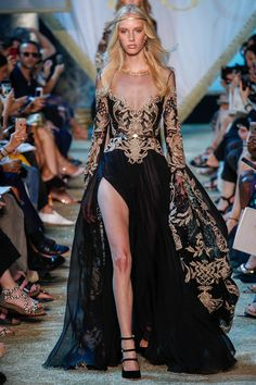 The complete Elie Saab Fall 2017 Couture fashion show now on Vogue Runway. Elie Saab Couture, Style Haute Couture, Couture Fashion, Runway Fashion, High Fashion, Street Fashion, Fall Fashion, Fashion Brands, Beautiful Gowns