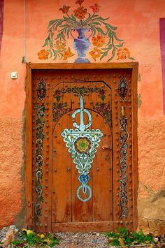 love the arts and crafts ornate decoration.