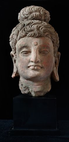 Head of cent.AD,Pakistan,of terracotta. Buddha Zen, Buddha Buddhism, Buddhist Art, Alexandre Le Grand, Indus Valley Civilization, Pakistan, Many Faces, Central Asia, Indian Art