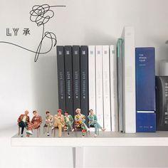Korean Bedroom Ideas, Army Room, Jimin, Iphone Wallpaper Tumblr Aesthetic, Kpop Merch, Bts Aesthetic Pictures, Blue Rooms, Pinterest Diy, Aesthetic Room Decor