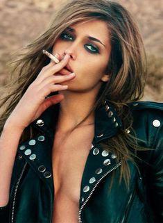 Ana Beatriz Barros smoking