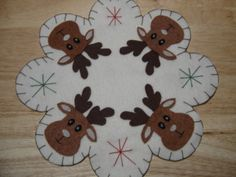 CHRISTMAS MOOSE FACES FELT PENNY RUG, CANDLE MAT OR TABLE CENTER PIECE