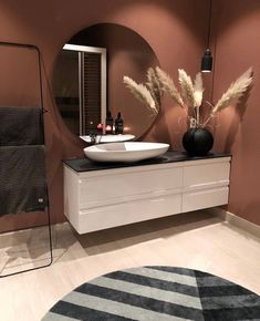 Don't know how to decorate a modern bathroom? These interior decor tips will help you create a beautiful and modern bathroom decor on a budget. Gray And White Bathroom, Modern Master Bathroom, Modern Bathroom Decor, Bathroom Interior Design, Decor Interior Design, Small Bathroom, Bathroom Ideas, Budget Bathroom, Zebra Bathroom