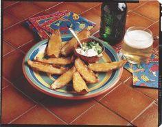 Cáscaritas de papas gratinadas. Prepáralas con queso, crema, mantequilla y unas cebollitas.  Botanas para el Super Bowl.