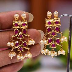 Gold Jhumka Earrings, Jewelry Design Earrings, Gold Earrings Designs, Designer Earrings, Diamond Jewelry, Jewellery Designs, Dangle Earrings, Jewelry Necklaces, Frozen Jewelry