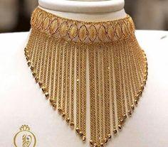 Pakistani Bridal Jewelry, Indian Bridal Jewelry Sets, Bridal Jewellery, Indian Jewelry, Dubai Gold Jewelry, Fancy Jewellery, Jewelry Design Earrings, Gold Earrings Designs, Gold Bangles Design