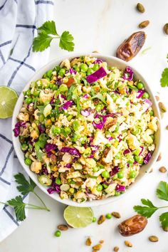 How to make the best Raw Cauliflower Salad with Lime dressing. This easy vegan cauliflower salad recipe is paleo compliant and perfect for your Whole30! Lime Recipes, Raw Food Recipes, Salad Recipes, Healthy Recipes, Easy Meal Prep, Easy Meals, Raw Cauliflower Salad, Vegetarian Cabbage, Vegetable Salad
