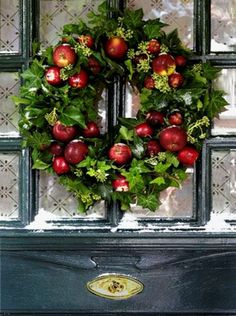 Christmas Decor - Red and Green Apple Wreath! Country Christmas, Winter Christmas, All Things Christmas, Christmas Holidays, Xmas, Holiday Wreaths, Christmas Decorations, Holiday Decor, Fall Home Decor