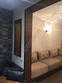 Salon marocain beige / séparation en bois chêne – Nesdesign