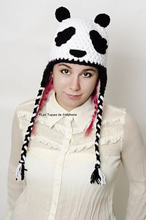 Panda hat pattern by Les Tuques De Stephanie Crochet Panda, Bonnet Crochet, Crochet Hats, Bonnet Panda, Crochet Cupcake Hat, Bandeau Crochet, Animal Hats, Christmas Makes, Yarn Needle