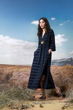 The complete Akris Pre-Fall 2018 fashion show now on Vogue Runway.