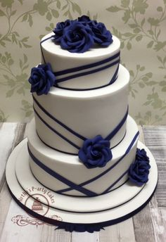 Torta piani Blu You are in the right place about cool wedding cakes toppers Here we offer you the mo Royal Blue Wedding Decorations, Navy Blue Wedding Cakes, Cool Wedding Cakes, Beautiful Wedding Cakes, Wedding Cake Designs, Wedding Cupcakes, Beautiful Cakes, Fountain Wedding Cakes, Quince Cakes